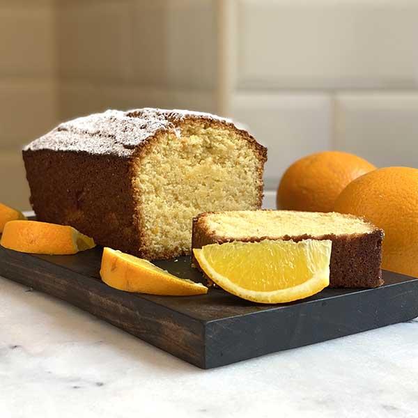 cake polenta y naranja cortado