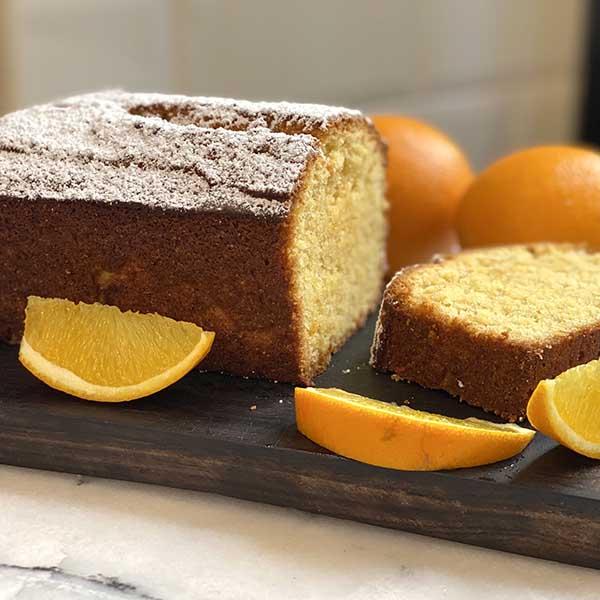 cake de polente y naranja cortado