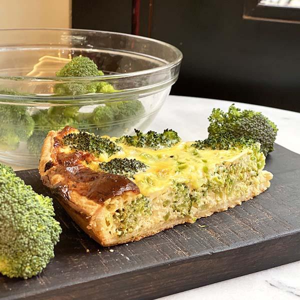 porción quiche brócoli y gorgonzola